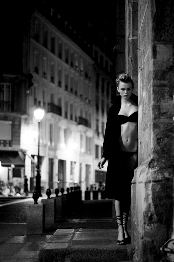Mannequin Dans le Marais by Sebastian Smith
